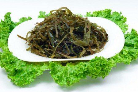 Тарелка с морской капустой