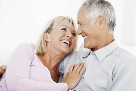 Счастливые мужчина с женщиной